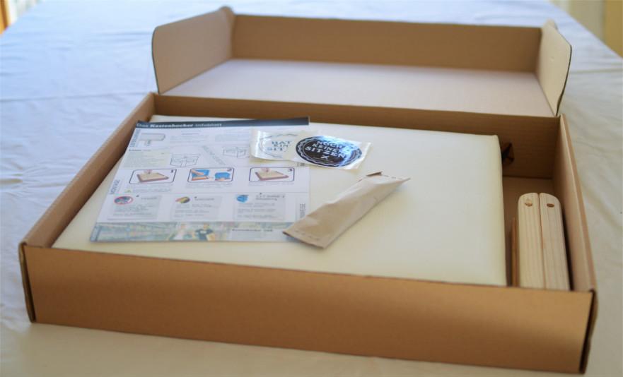 Kastenhocker kommen in unserer coolen plastiklosen Verpackung.